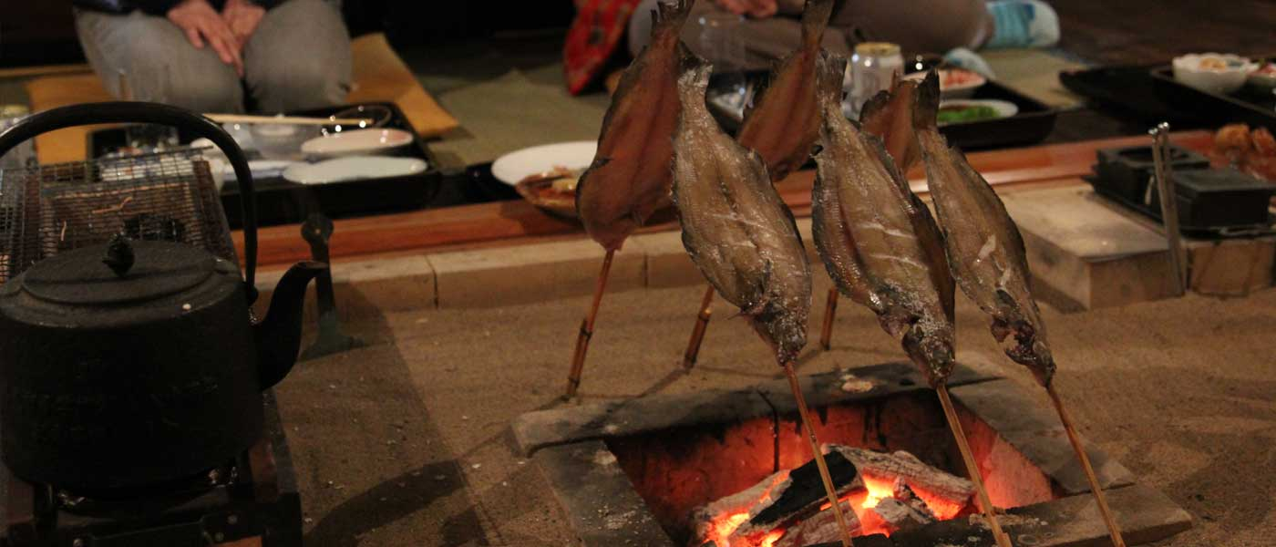 囲炉裏で焼き魚
